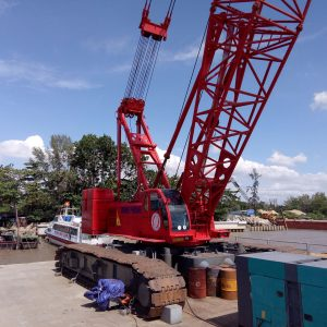 16.-Barge-and-crane-Hitachi-Sumitomo-SCX2500---250-ton-2