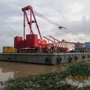 16.-Barge-and-crane-Manitowoc-M2250---300-ton-2
